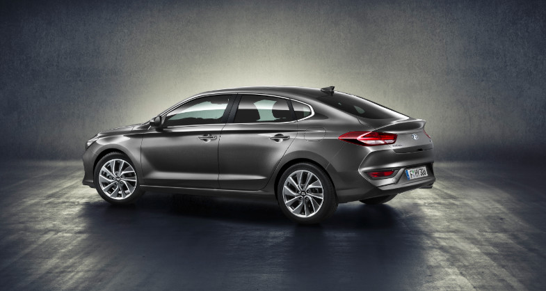 Hyundai-i30-fastback-leasen-2