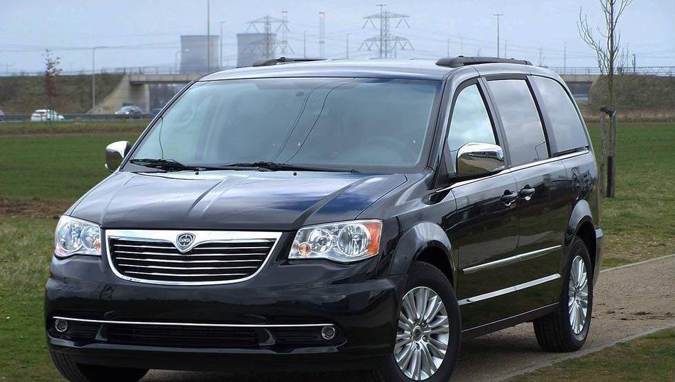 Lancia-Voyager-Van-1